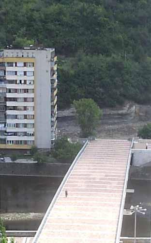 Мостът за никъде