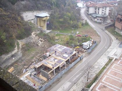 """Строежът на хотел """"Лиани"""" в Ловеч"""