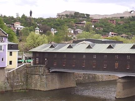 Покритият мост и крепостта
