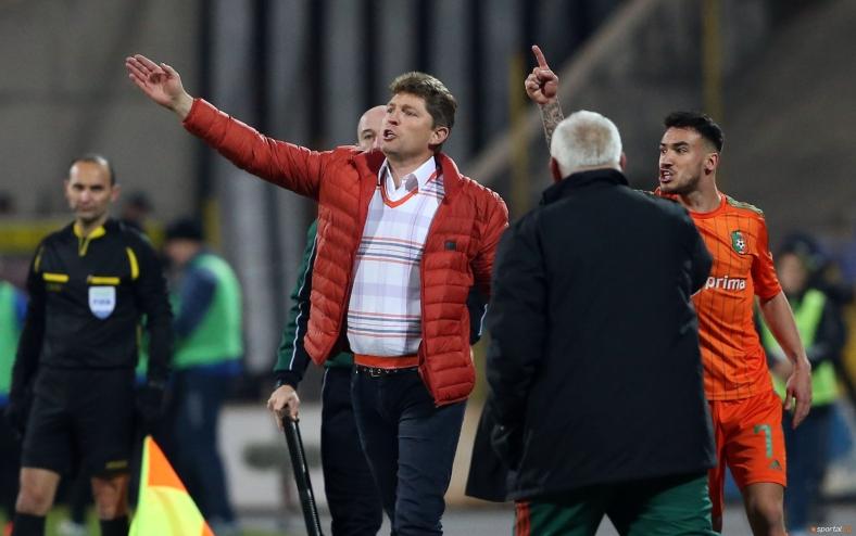Стойчо Стоилов прекратява скандалния мач