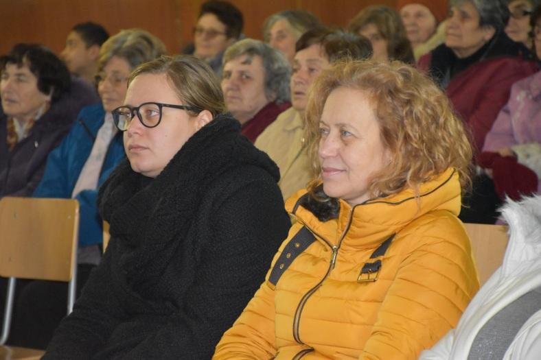 Ирена (вляво) с майка си в Александрово
